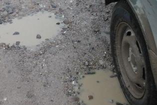 У буковинському селі розікрали гроші на ремонт дороги
