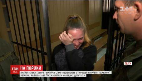 """На свободу вышла арестованая воспитательница со сгоревшего детского лагеря """"Виктория"""""""