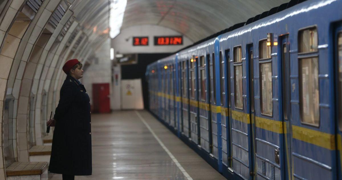 Отмененные остановки и закрытый выход из метро. Киевлян предупредили об изменениях в работе транспорта