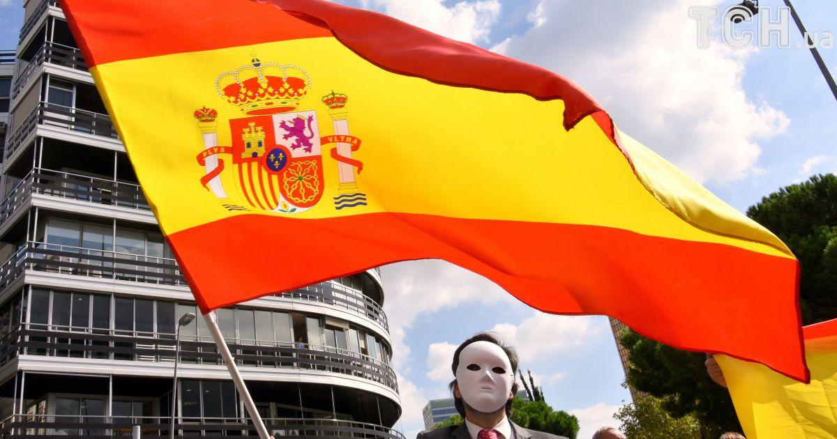 """""""Референдум"""" в Каталонии: полиция блокирует школы, а неизвестный устроил стрельбу на участке"""
