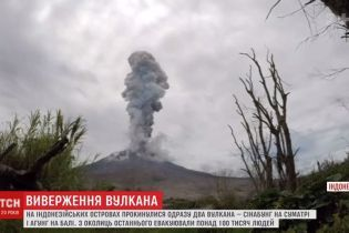 На Суматре сняли трехкилометровый столб пепла от вулкана