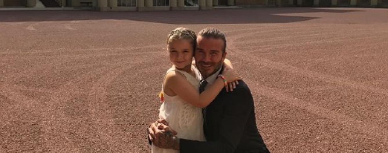 Это так мило: Дэвид Бекхэм учит дочь Харпер играть в футбол