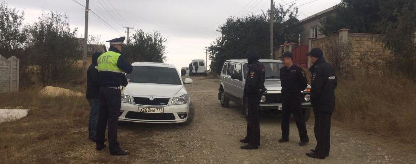 В оккупированном Крыму люди в масках задержали четырех татар