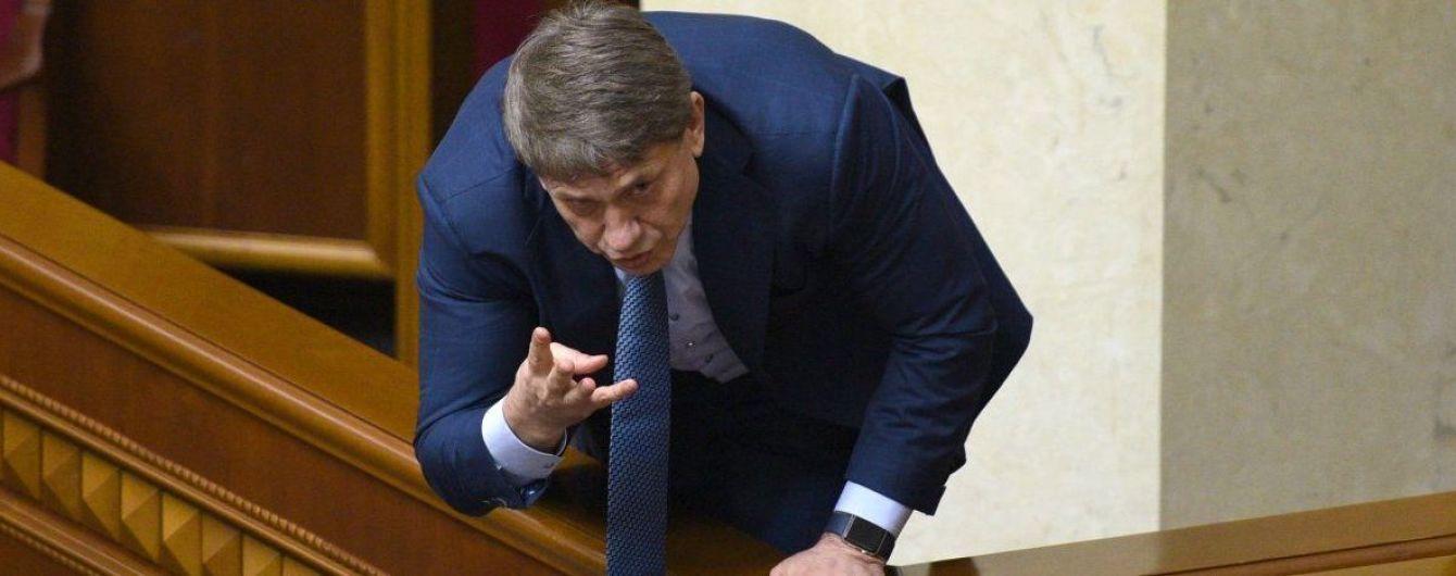 Суд арестовал два земельных участка и авто министра Насалика из-за долгов перед Дыминским
