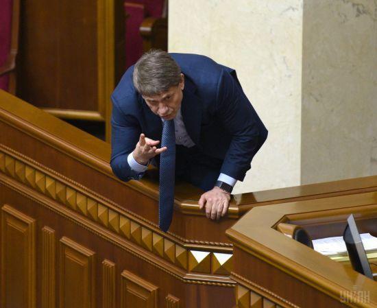 """Порошенко збирає """"своїх"""" депутатів і міністрів у Києві, не виключені відставки"""