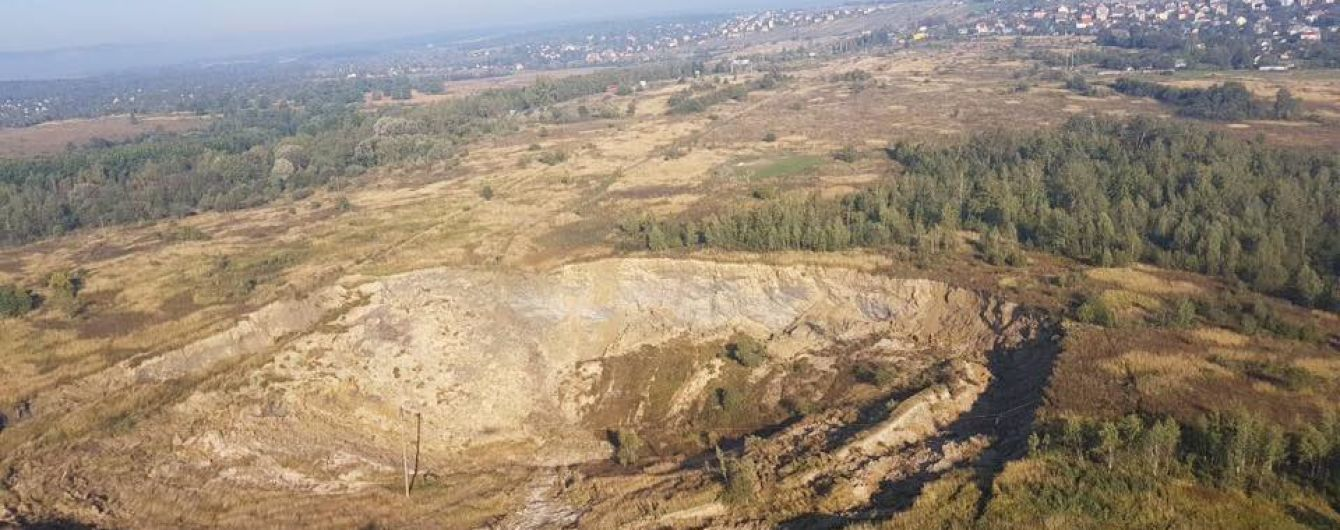 Очевидці розповіли про землетрус на Львівщині, який утворив велетенське провалля