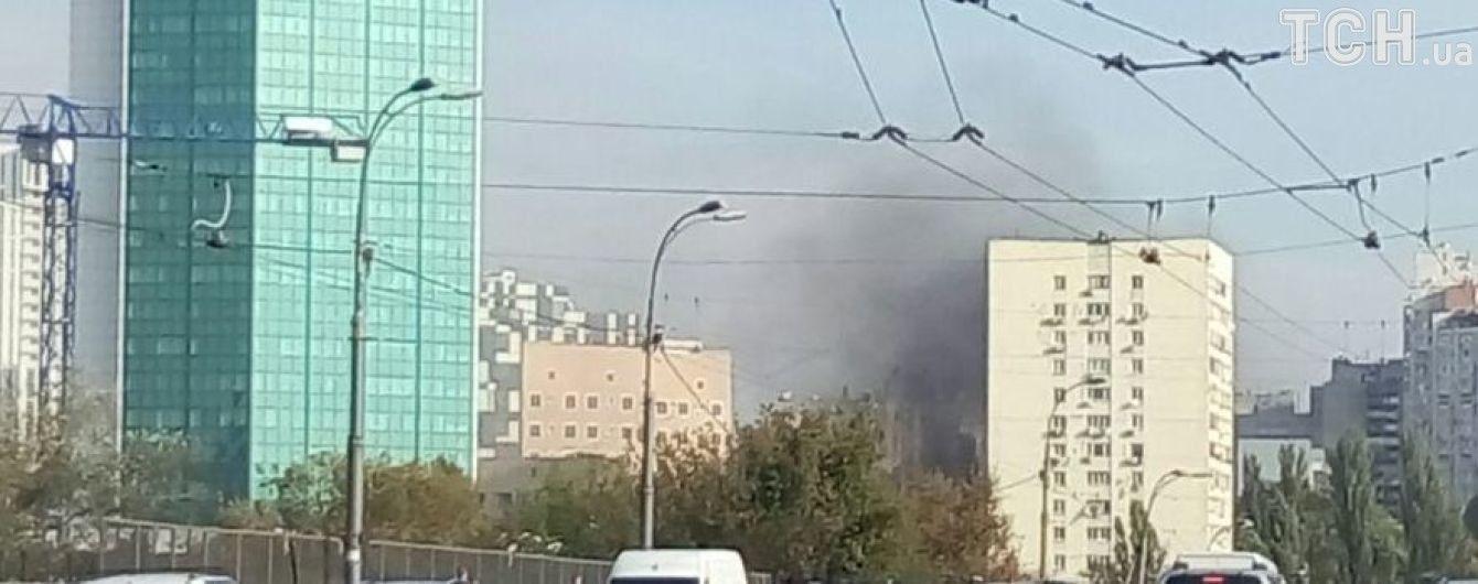 В Киеве возле Министерства инфраструктуры вспыхнул пожар