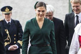 С изумрудными серьгами и в элегантном платье: принцесса Виктория в церкви