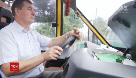 Водителя маршрутки из Шепетовки прозвали самым вежливым шофером Украины
