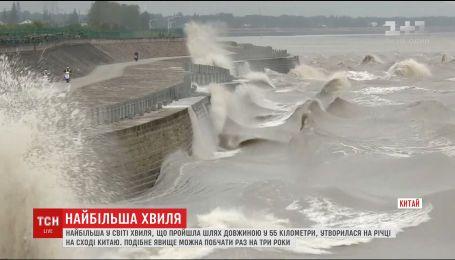 Одна из крупнейших в мире волн образовалась на китайской реке Фучуньцзян