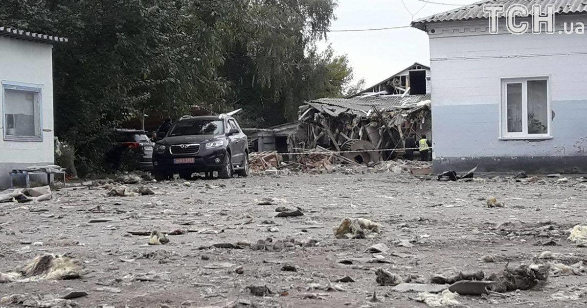В Сумах взрыв разрушил макаронную фабрику, трое раненых