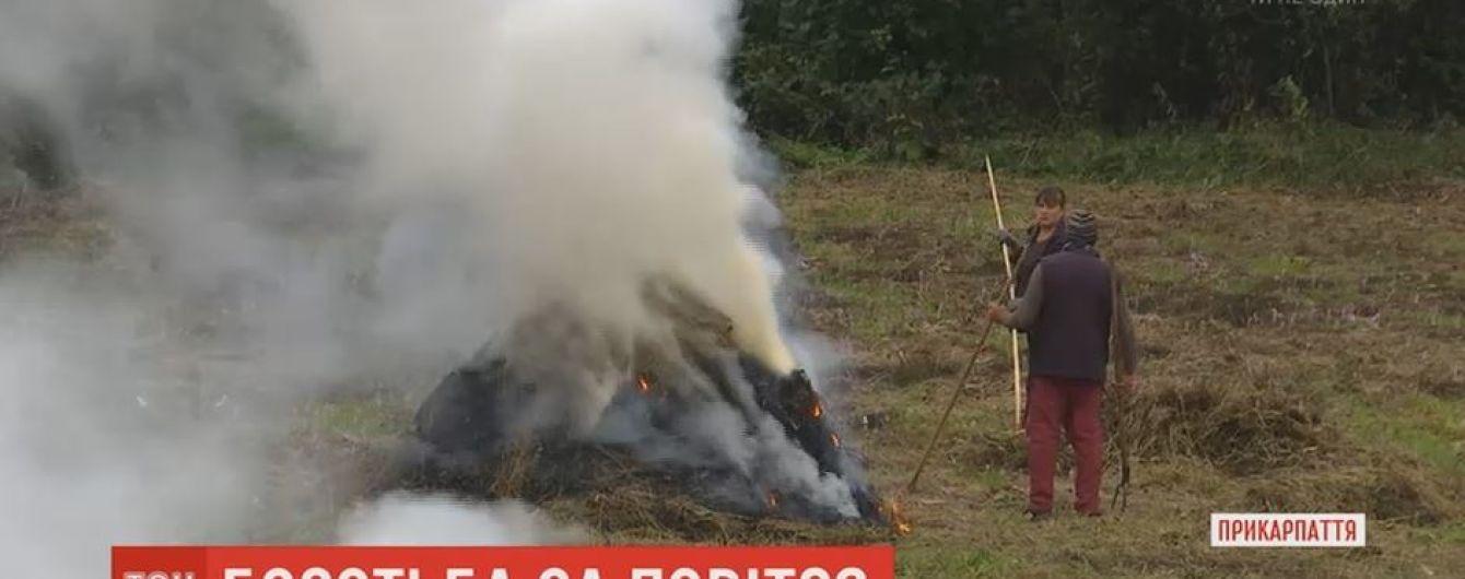 """Активист из столицы """"воюет"""" с жителями карпатских сел из-за сжигания мусора"""