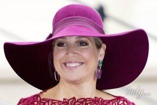 В ажурном платье и широкополой шляпе: королева Максима в элегантном образе сходила в музей