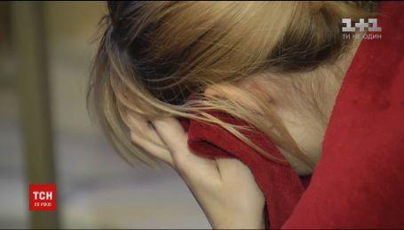 Жінку, яка довела до голодної смерті сина, позбавили батьківських прав на доньку