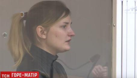 В Киеве судят горе-мать, которая до смерти заморила голодом сына. Дочке удалось выжить