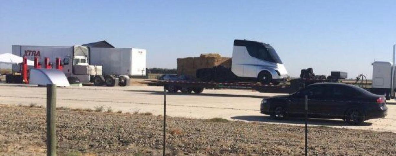 В Сети впервые появились фото грузовика Tesla