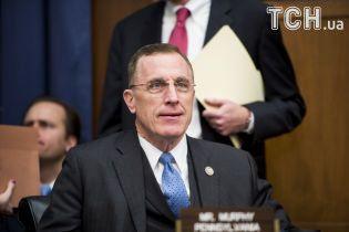 Конгрессмен-противник абортов идет в отставку через совет любимой убить неродившегося ребенка