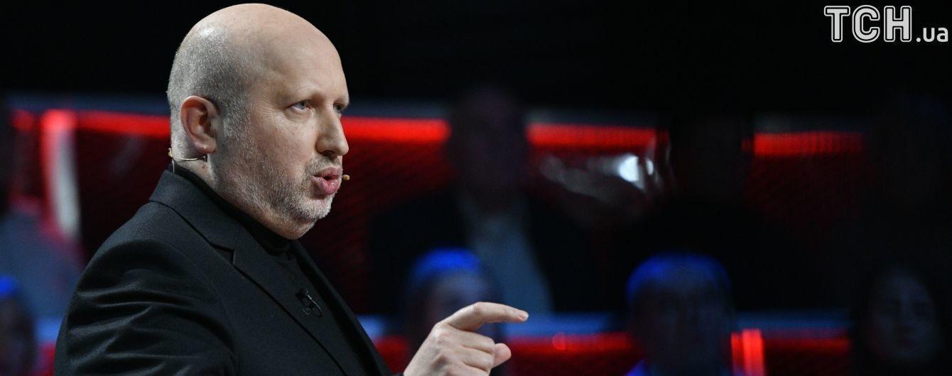 """Лекція колорадським жукам: Турчинов назвав """"нісенітницею"""" проведення референдуму на окупованих територіях"""