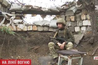 У Мар'їнці по українських військових та мирних жителях стріляє снайпер
