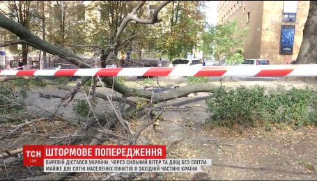 Буревій залишив без світла 195 населених пунктів України