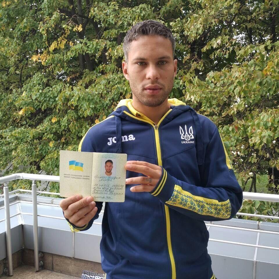Марлос з паспортом