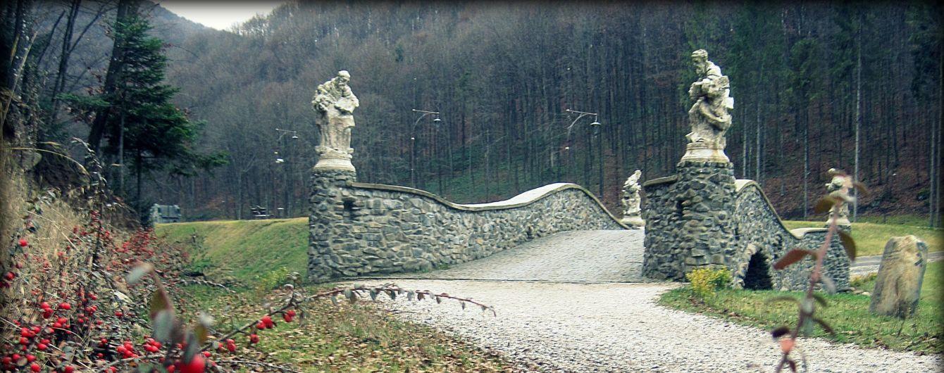 Алегоричний парк Шенборна: живий календар друїдів, міст Євангелістів та острів Австро-Угорщини