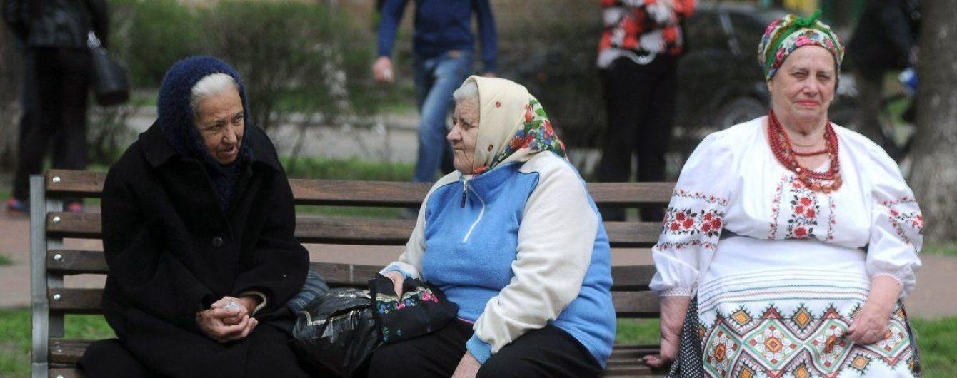 Уряд від 1 липня підвищить пенсії українцям з великим стажем