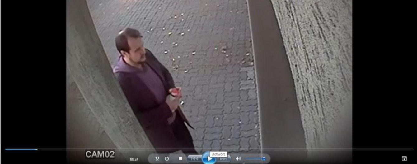 В Польше задержали вандала, который разрисовал свастикой и виселицей здание консульства Украины