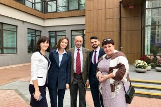 П'ятірка фіналістів премії Global Teacher Prize Ukraine спробувала себе у ролі моделей