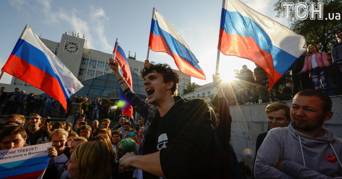 В РФ на протестах оппозиции в день рождения Путина уже задержали более сотни человек