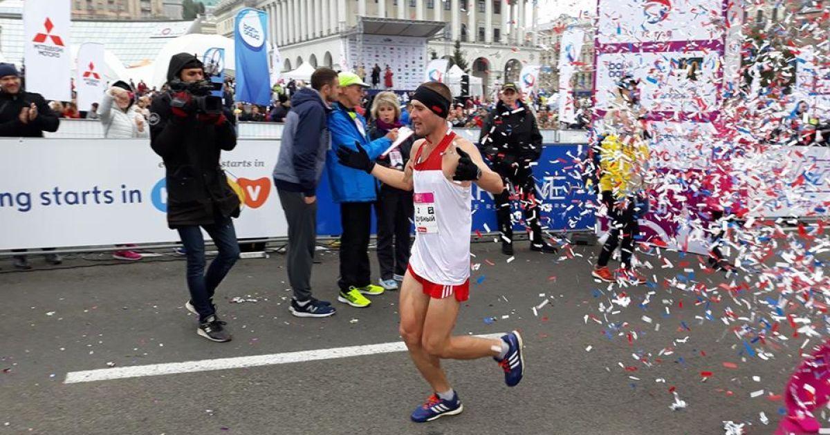 Киевский марафон выиграл бахмутовец Артем Поддубный