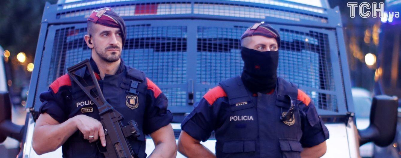 У Каталонії силовики оточили парламент напередодні ймовірного оголошення незалежності