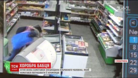 В Словакии пожилая женщина остановила вооруженного грабителя
