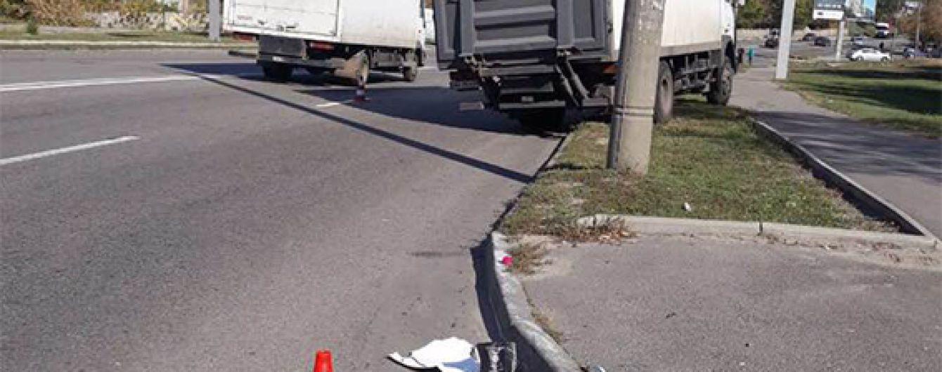 В Днепре грузовик сбил людей на пешеходном переходе, есть погибшие