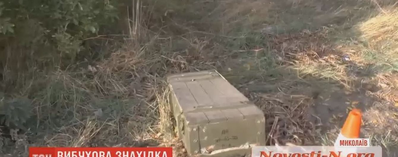 У Миколаєві військові загубили на трасі ящик зі снарядами