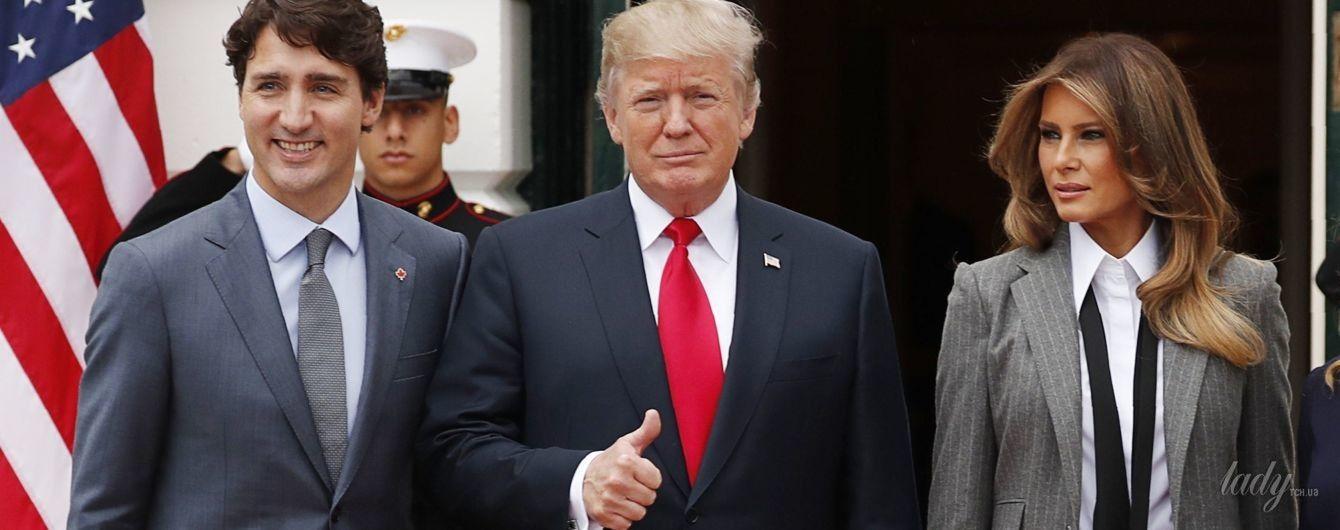 В брючном костюме и с идеальной укладкой: деловой образ Мелании Трамп