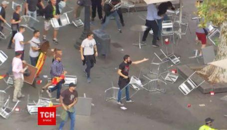 В Барселоне сторонники и противники независимости Каталонии подрались стульями
