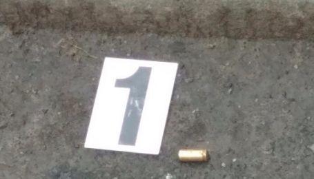 В Киеве среди дня неизвестные обстреляли мужчину