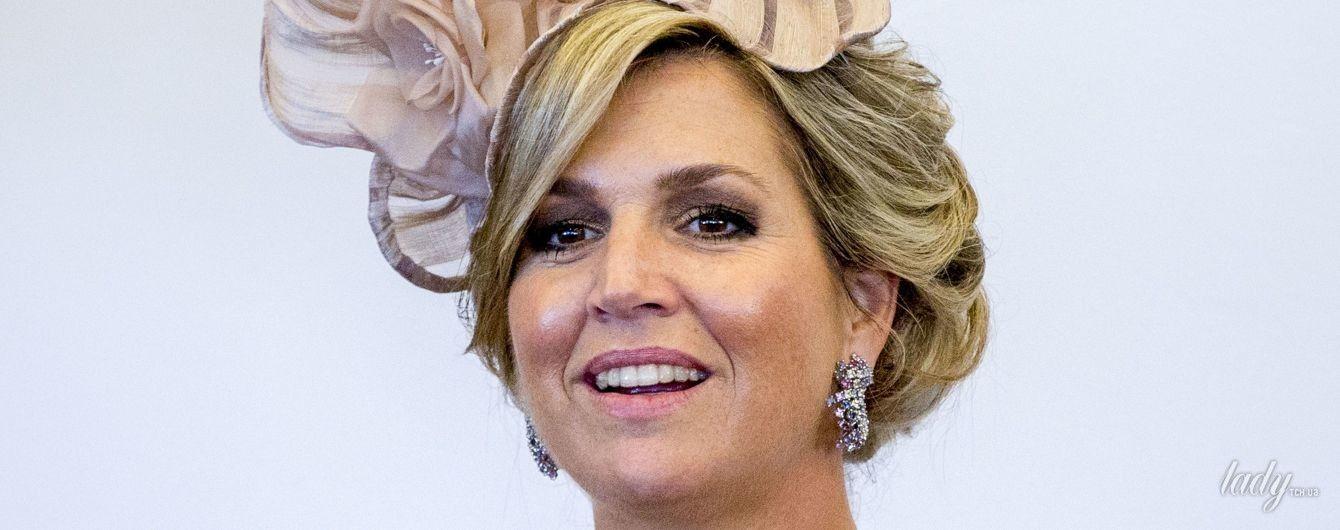 В юбке с бахромой и новой шляпе: королева Максима экспериментирует с образами