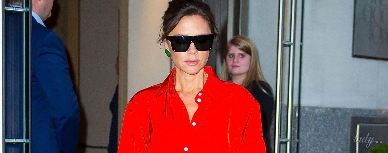 Ярко, броско, прозрачно: три стильных выхода Виктории Бекхэм в Нью-Йорке