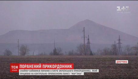 В Марьинке вражеский снайпер ранил украинского пограничника