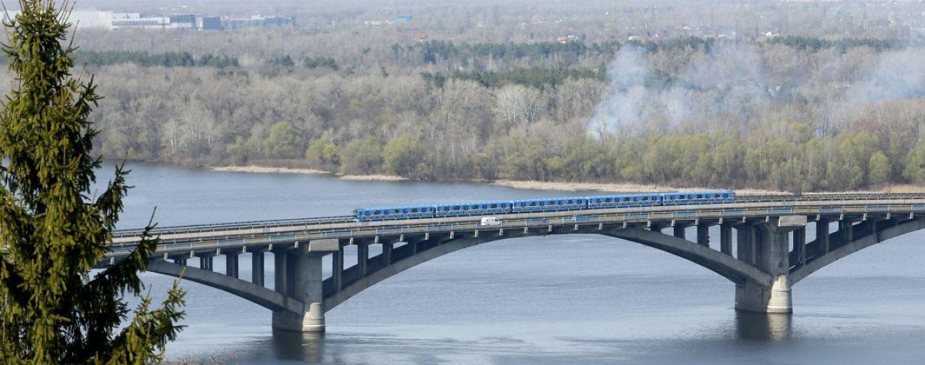 У Кличко успокоили и назвали год, с которого мост Метро будет заваливаться