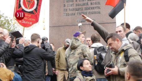 """В Киеве задержали мужчину, который """"зиговал"""" во время выкриков """"Украина превыше всего"""""""
