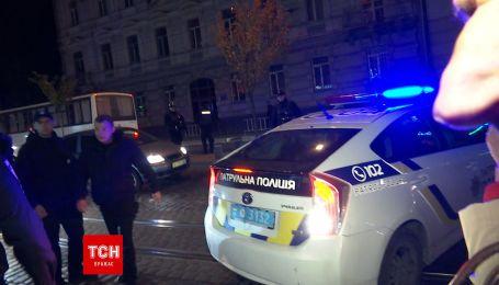 Во Львове задержали группу молодых людей, вооруженных ножами и кастетами