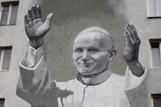 У Києві урочисто відкрили мурал Іоанна Павла II після антипольської провокації напередодні