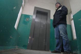 В одеській 9-поверхівці загорівся ліфт із жінкою всередині
