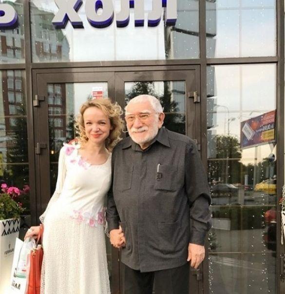 Армен Джигарханян з молодою дружиною_1