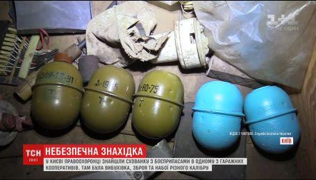 В одному з гаражних кооперативів Києва виявили схованку з боєприпасами