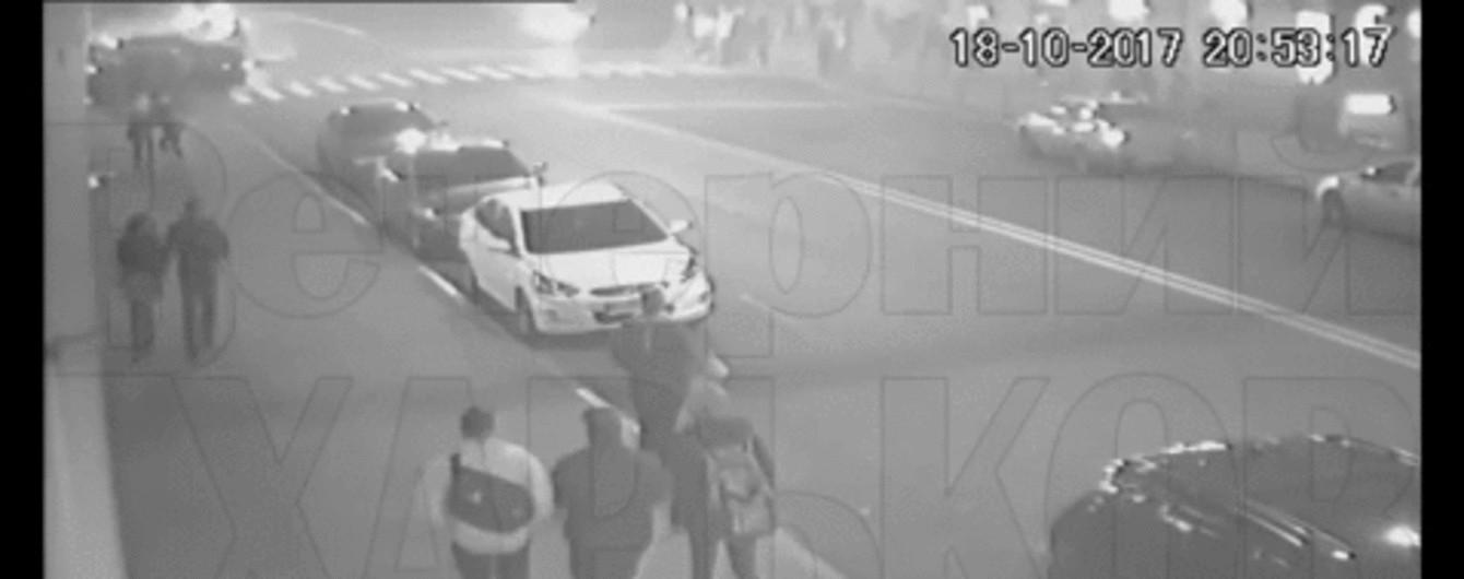 У Мережі з'явилося нове відео жахливої аварії у Харкові: парі дивом вдалося врятуватися