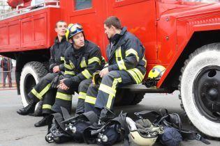 Под Киевом на стоянке дотла сгорели десять маршруток
